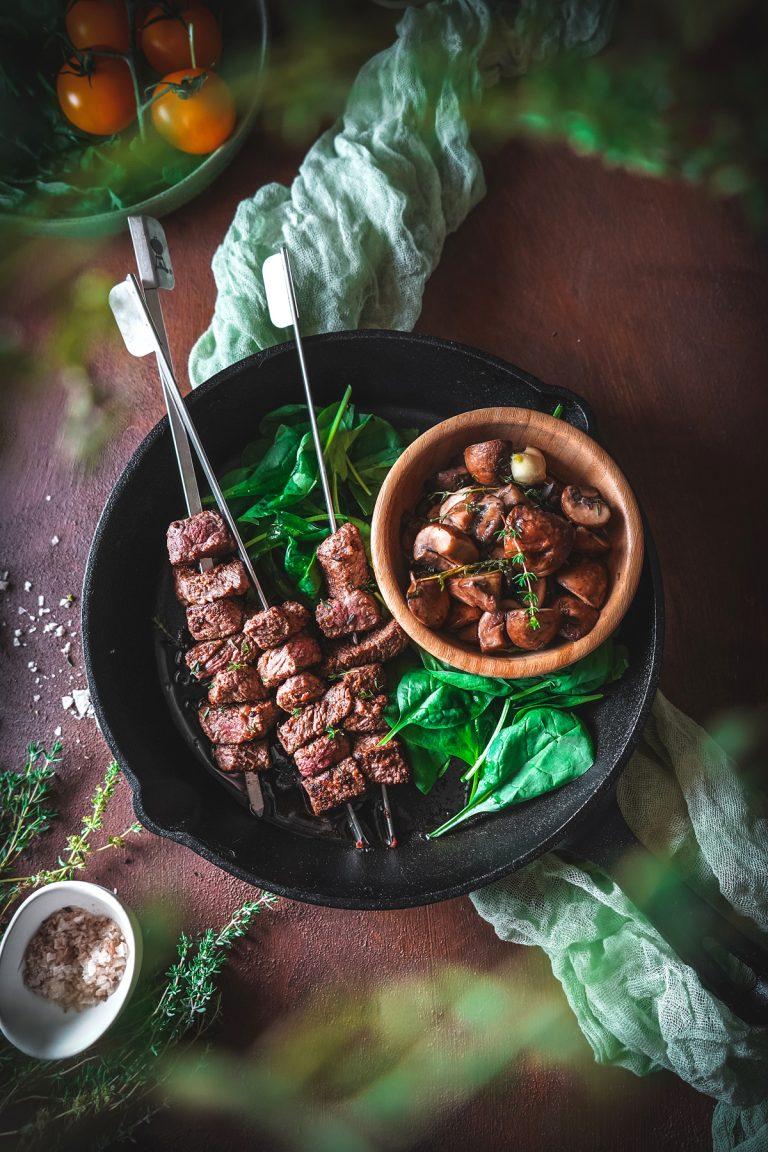 Mäsové špízy s hubovým ragú